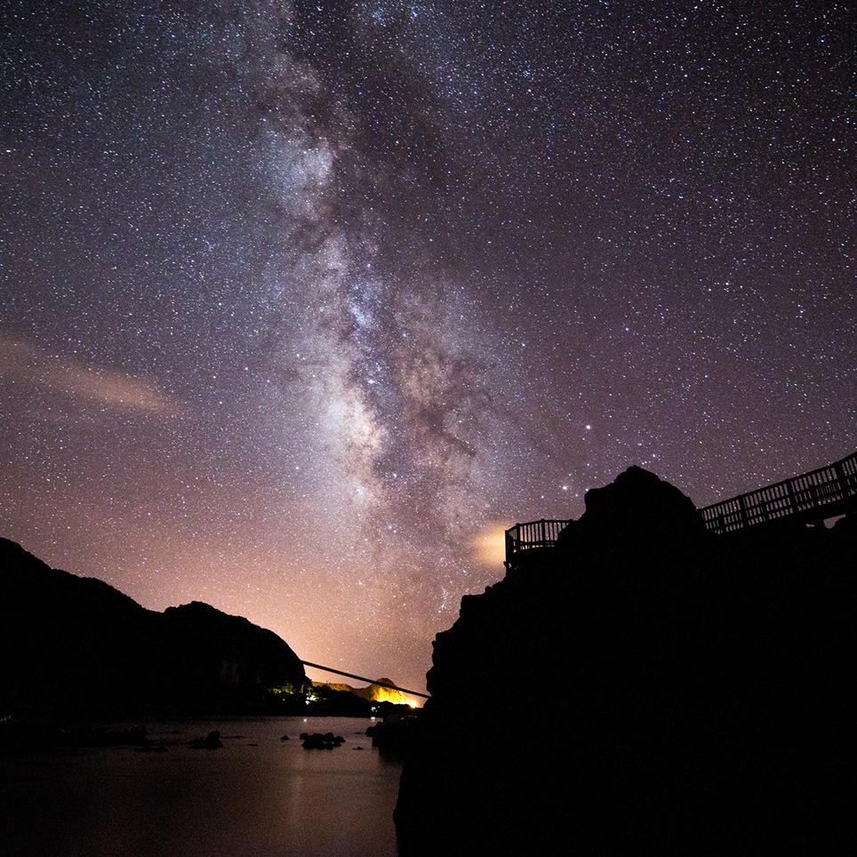 冬の神津島で満点の星を仰ぎ見る