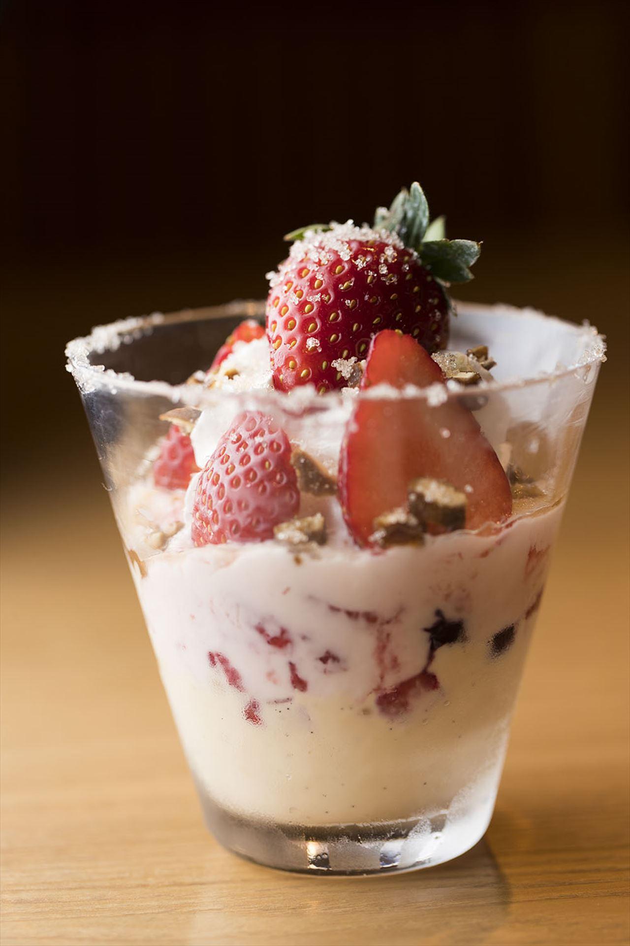 つくみ「苺のマスカルポーネアイスのパフェ きびざらかけ」