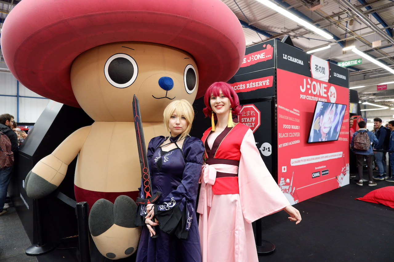 ゲーム「フェイトステイナイト」とマンガ「暁のヨナ」がモチーフのコスプレ女子