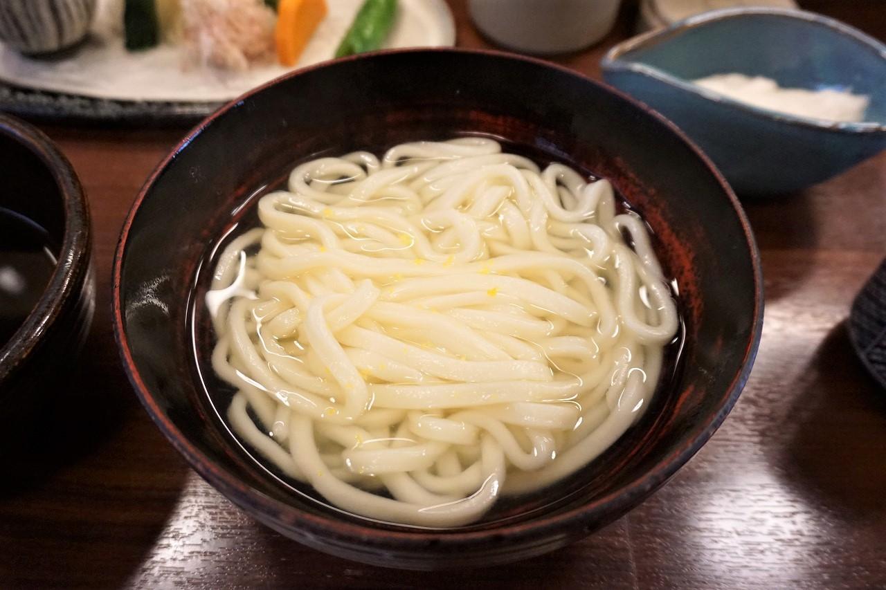 【京都】こんなの初めて。「おめん」銀閣寺本店で味わう薬味つけうどん