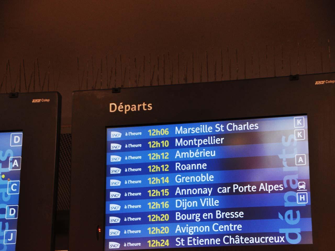 TGV出発ホーム確認