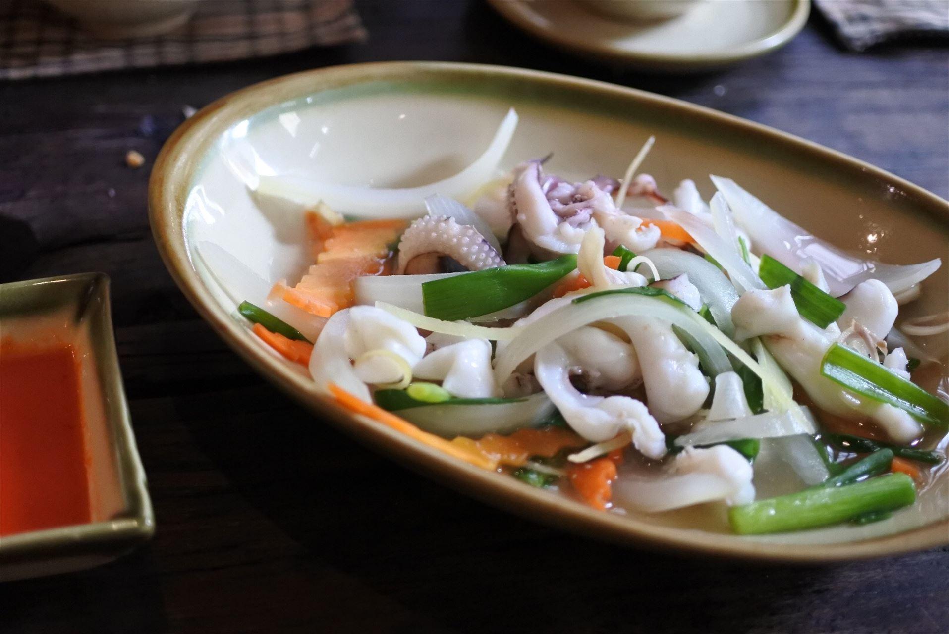 Home Vietnamese Restaurant  イカの炒め物