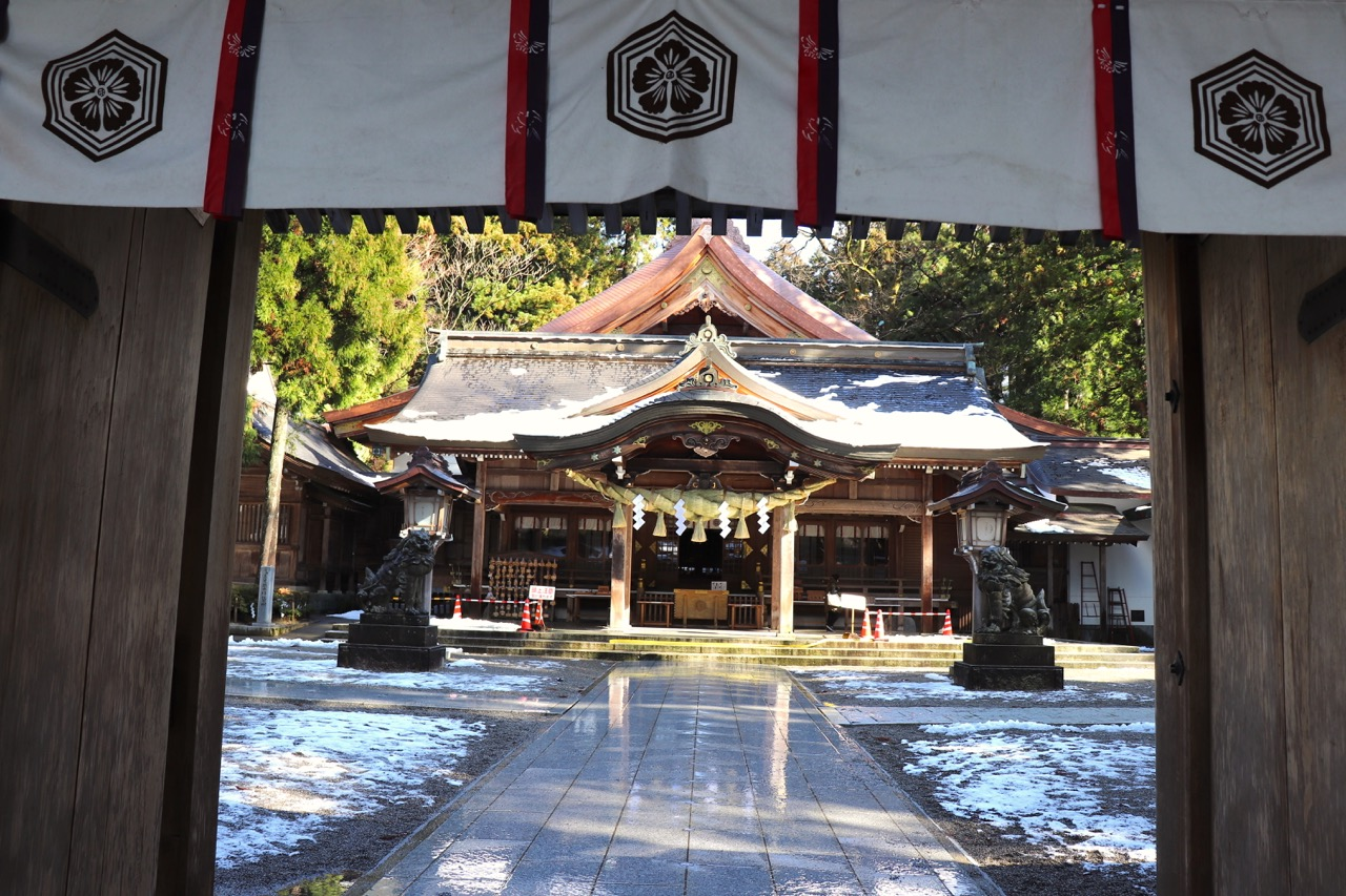 白山比咩神社の拝殿