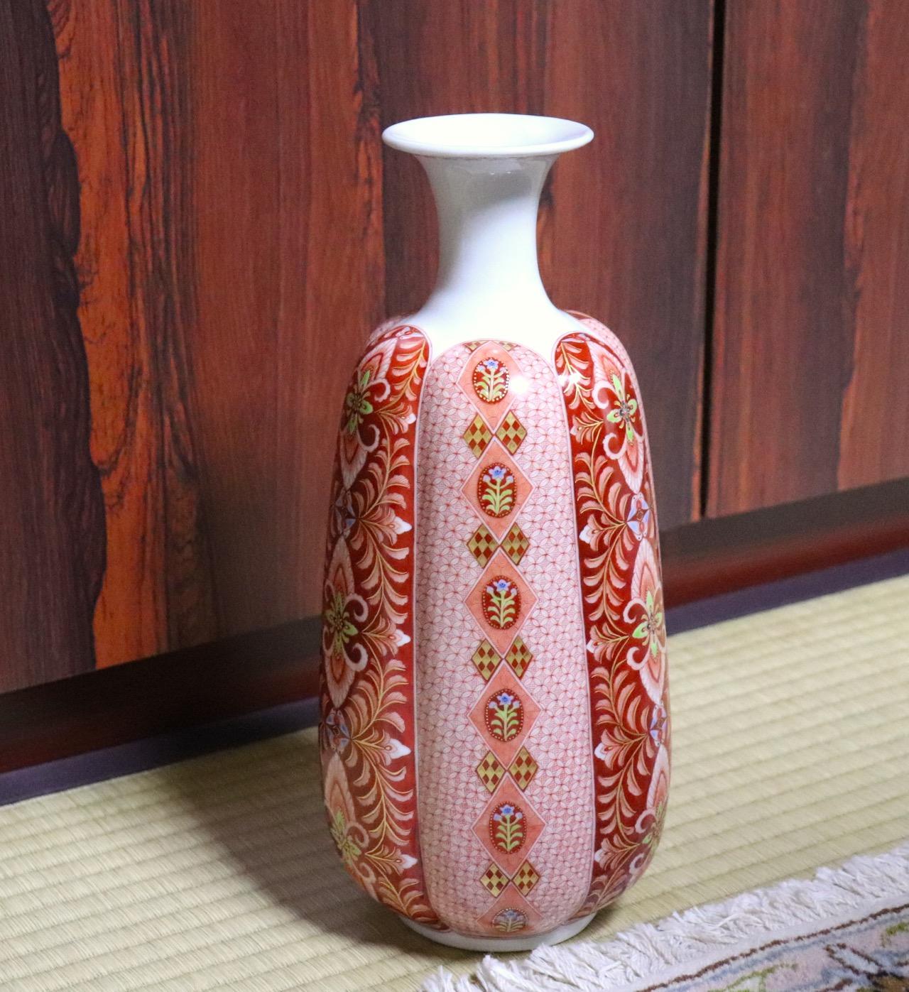 九谷焼の赤絵細描画の作品