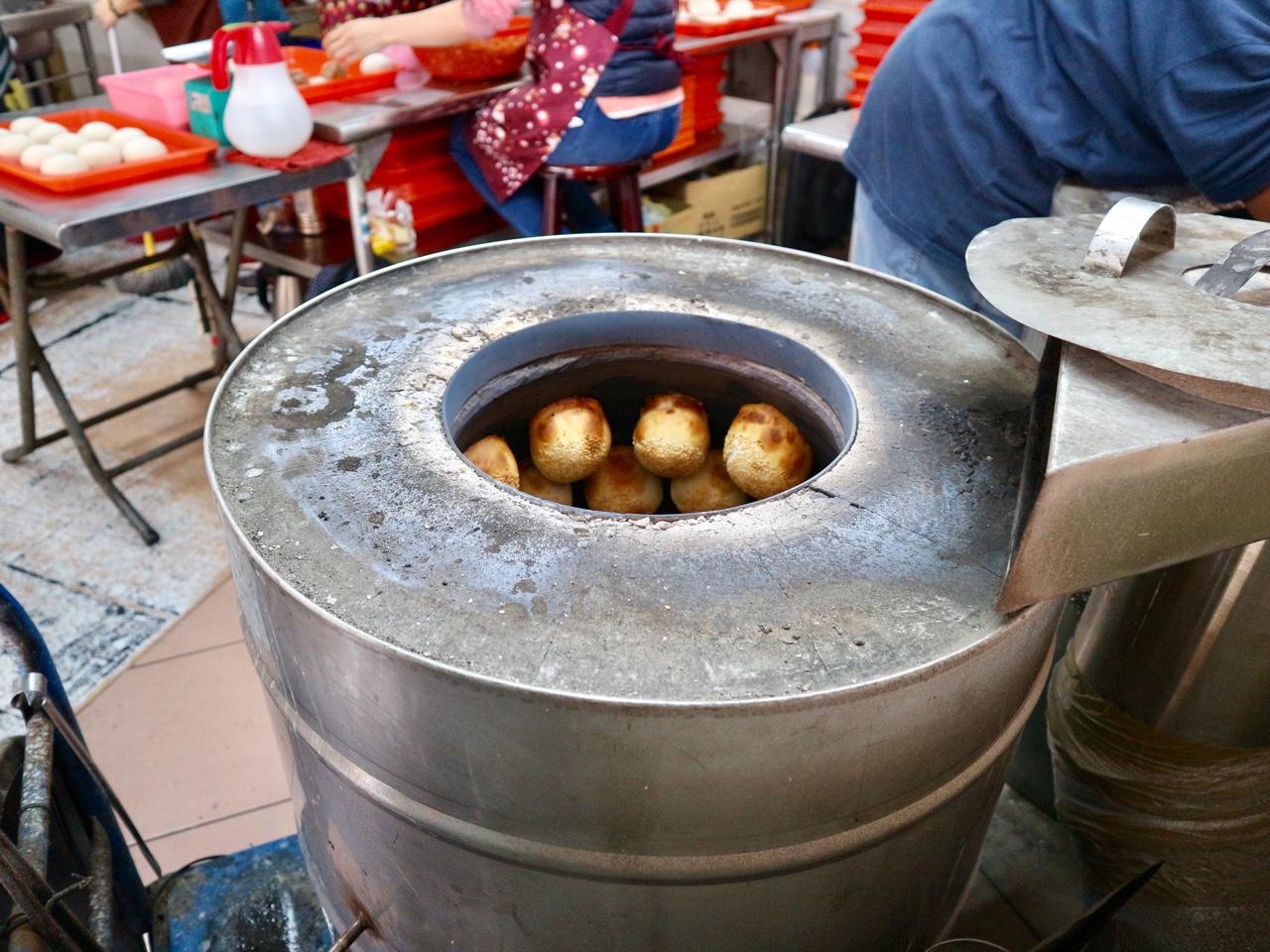 窯に張り付けて焼いた胡椒餅