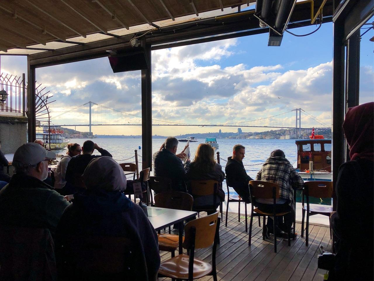 ボスポラスを間近に見ることができるカフェ