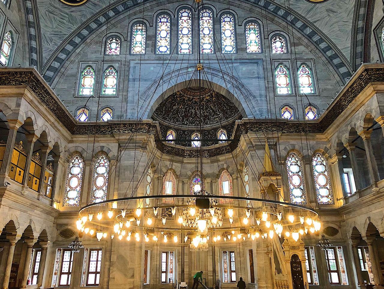 ヌルオスマニエ・モスク内部