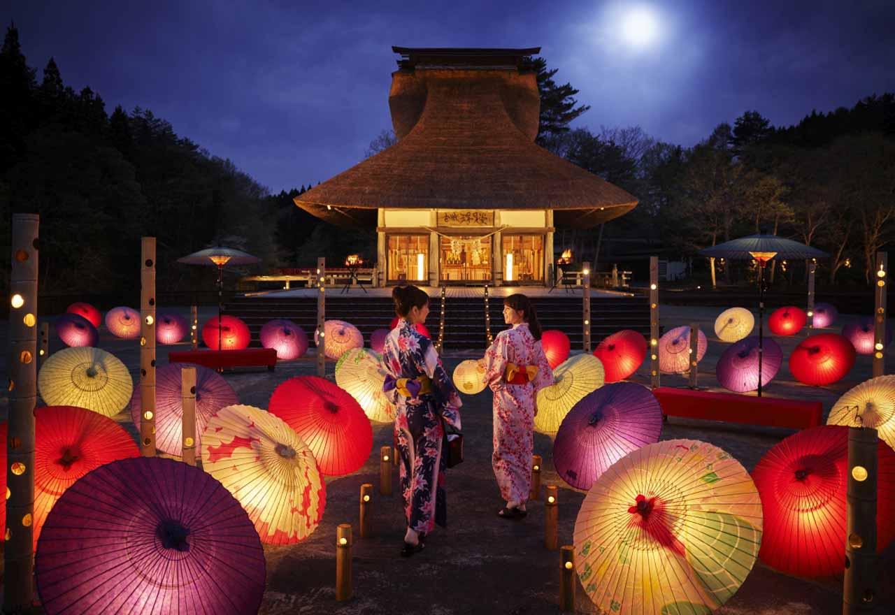 幻想的で和な夜を。星野リゾート 青森屋で春の公園散策