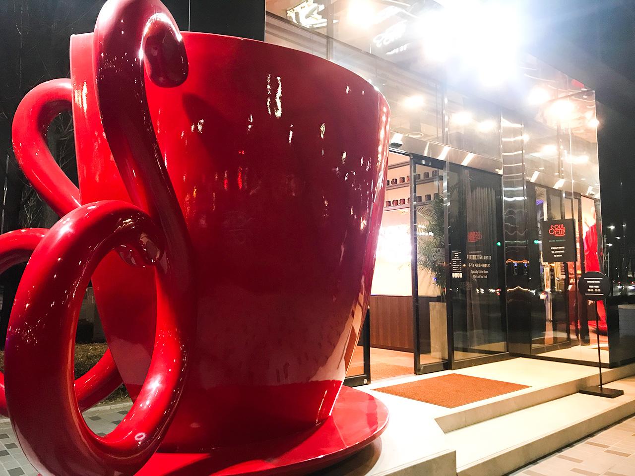 SOUL CUP名物の赤いカップ