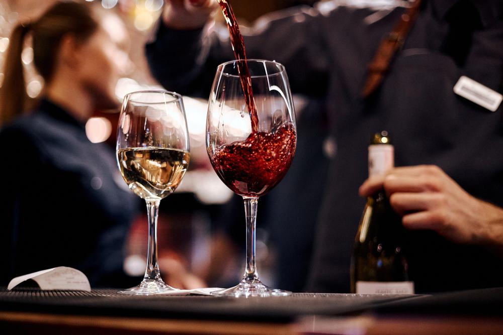 タパスとワイン、小グループでの徒歩ツアー バルセロナ