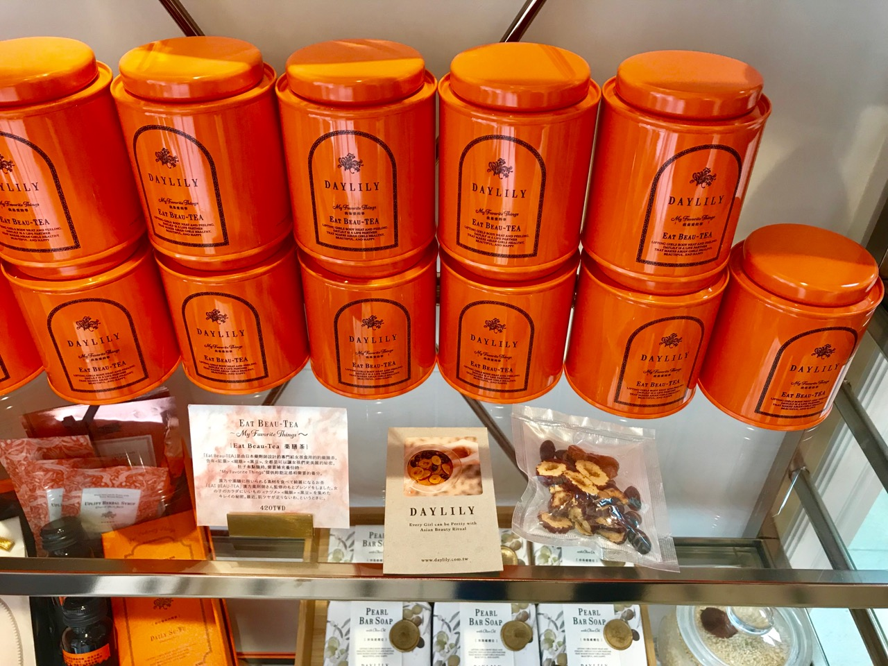 オレンジ色の缶 class=