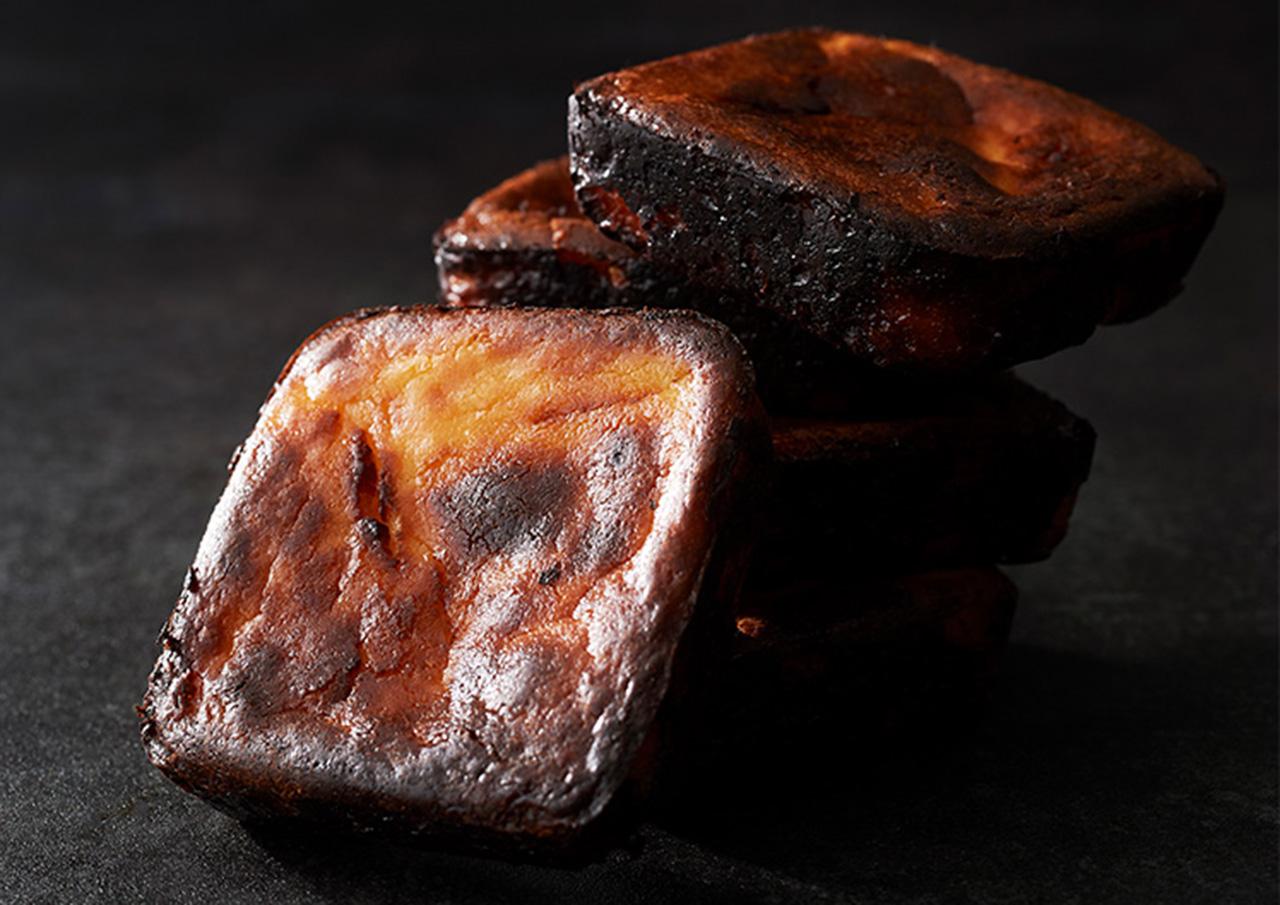 黒いチーズケーキ「BLOCK BLOCK TOKYO」