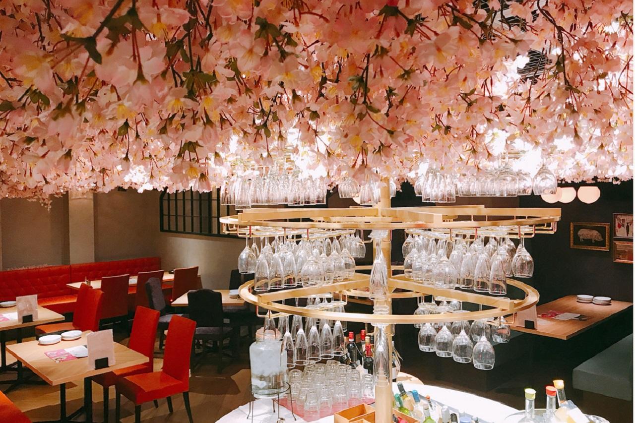 「インドア花見」が楽しめる「ESOLA新宿」店内
