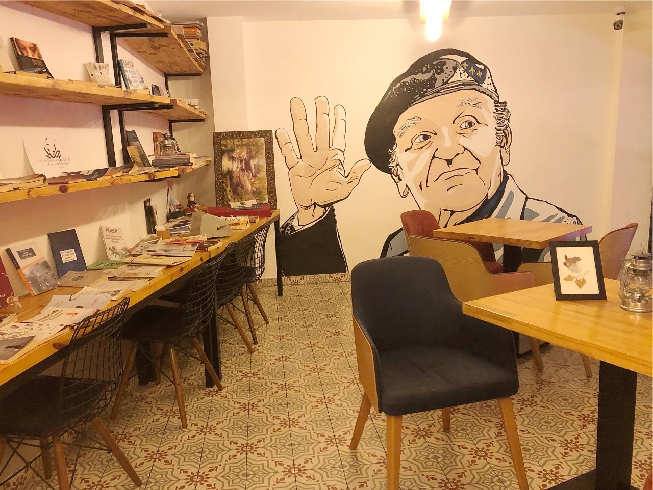 ミム・カフヴェ 店内壁に描かれた絵画