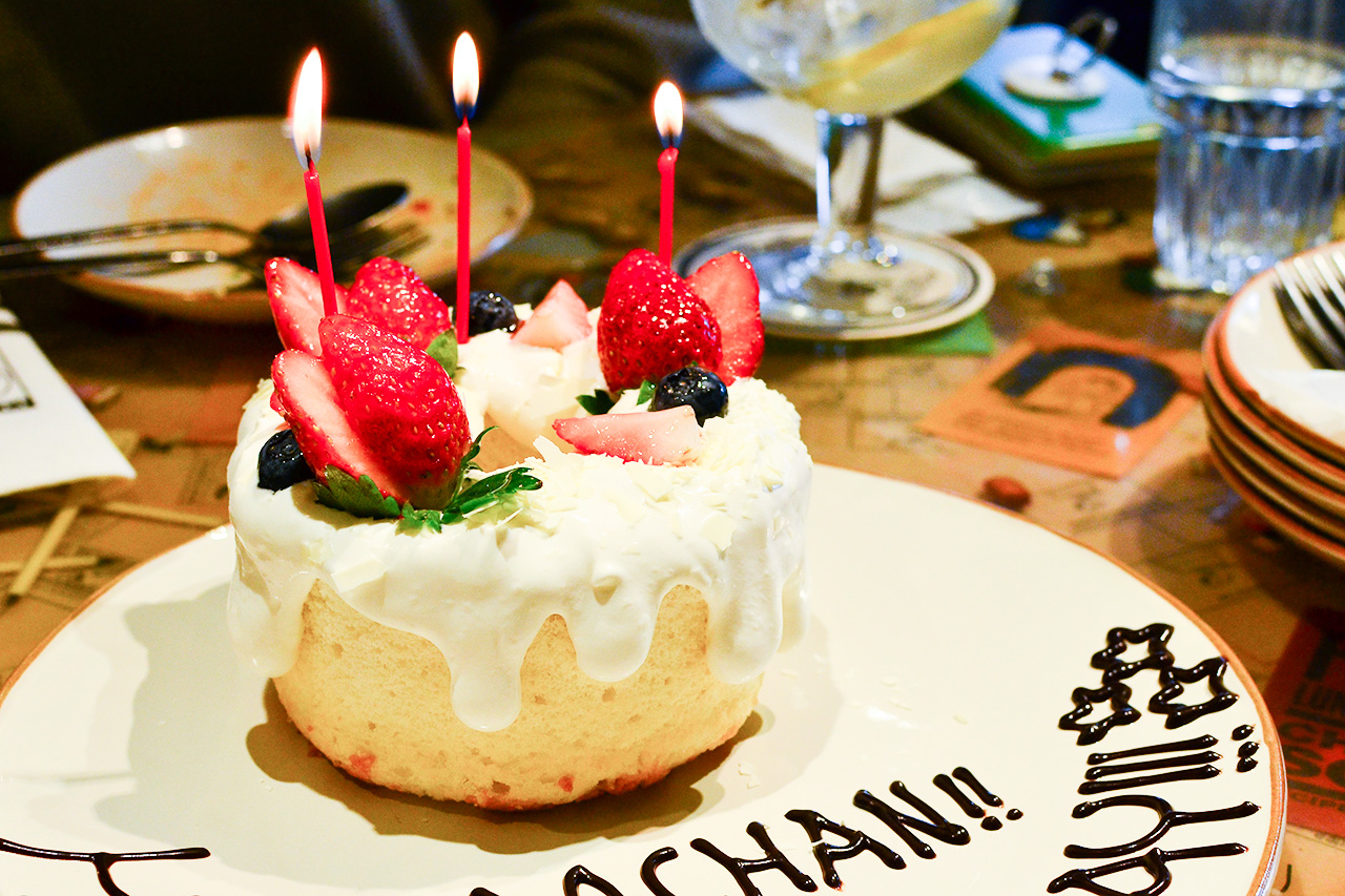 PEANUTS Cafe 誕生日コース バースデーケーキ全体