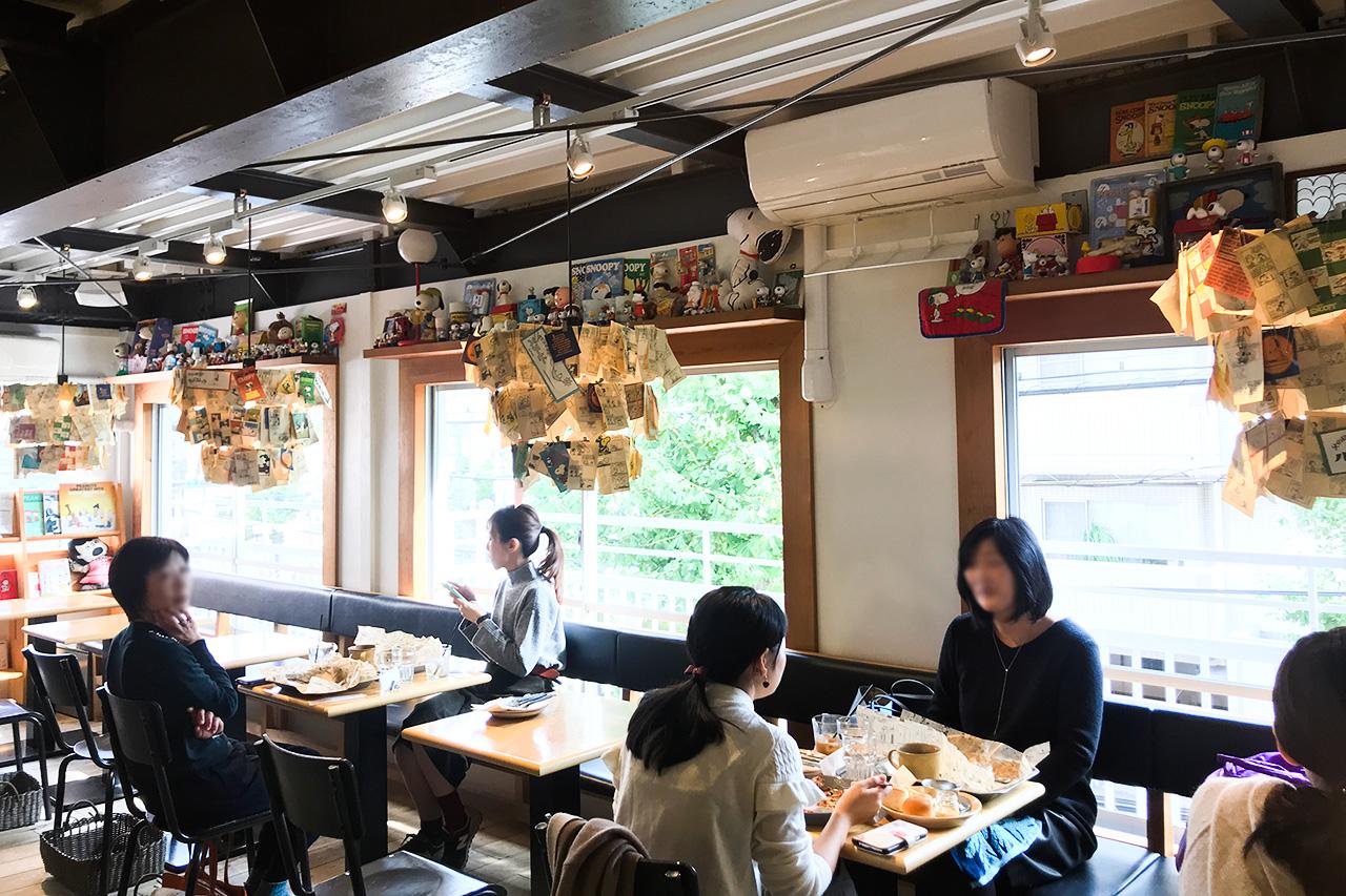 PEANUTS Cafe 2階全体