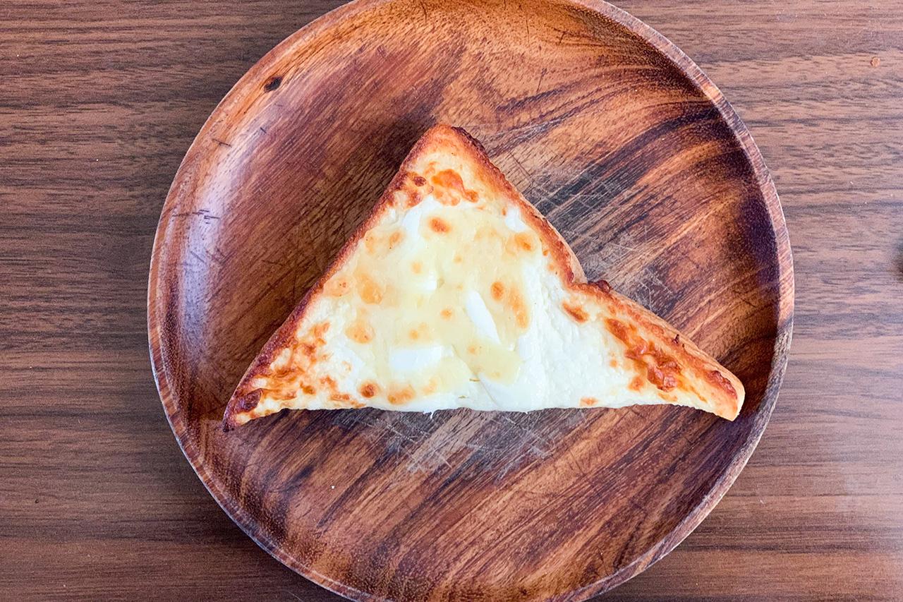 「悪魔のトースト」厚切りのチーズシュガートースト