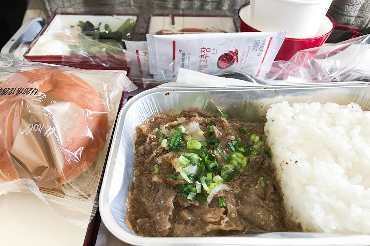 アシアナ航空 羽田ー金浦便の機内食。プルコギ