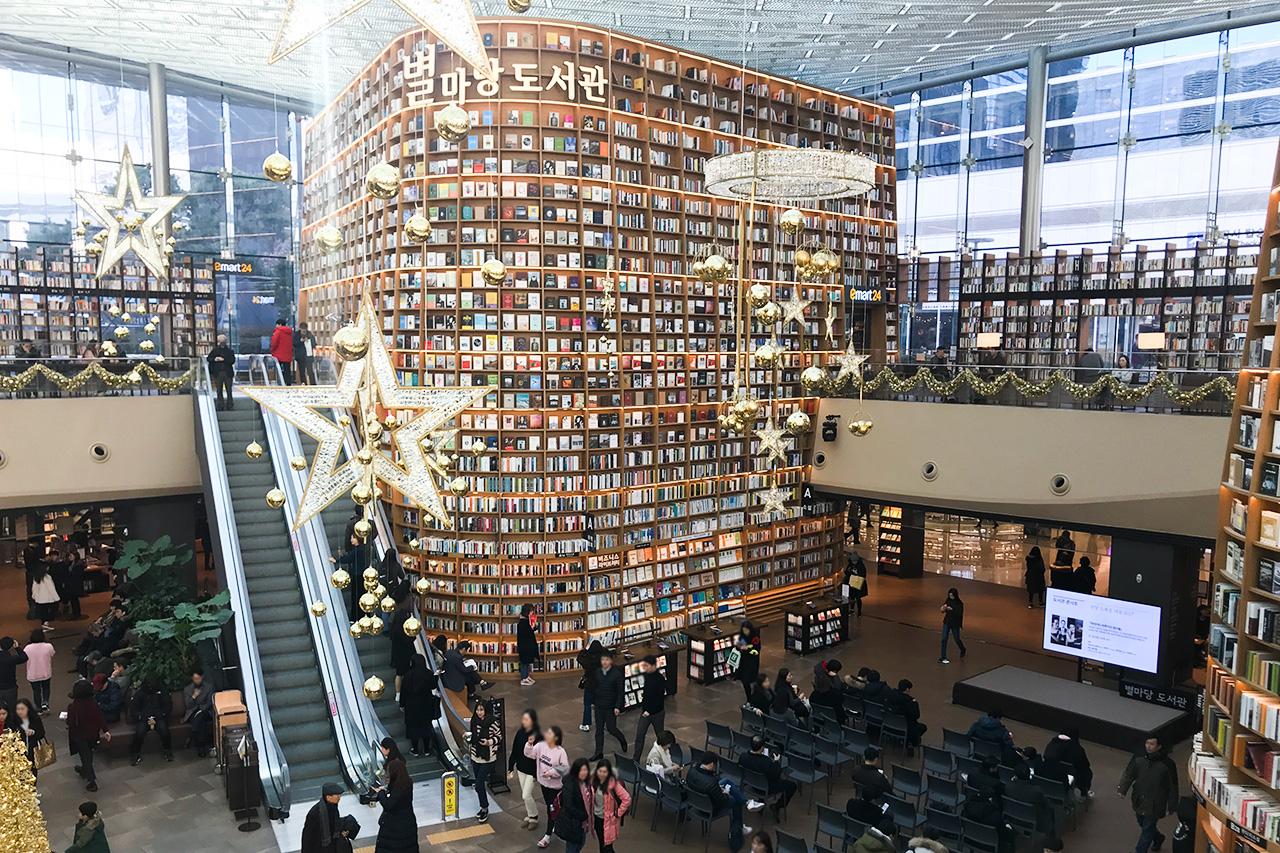 ピョルマダン図書館 クリスマスシーズンの装飾