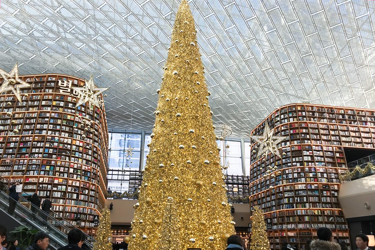 ピョルマダン図書館 大きなクリスマスツリー