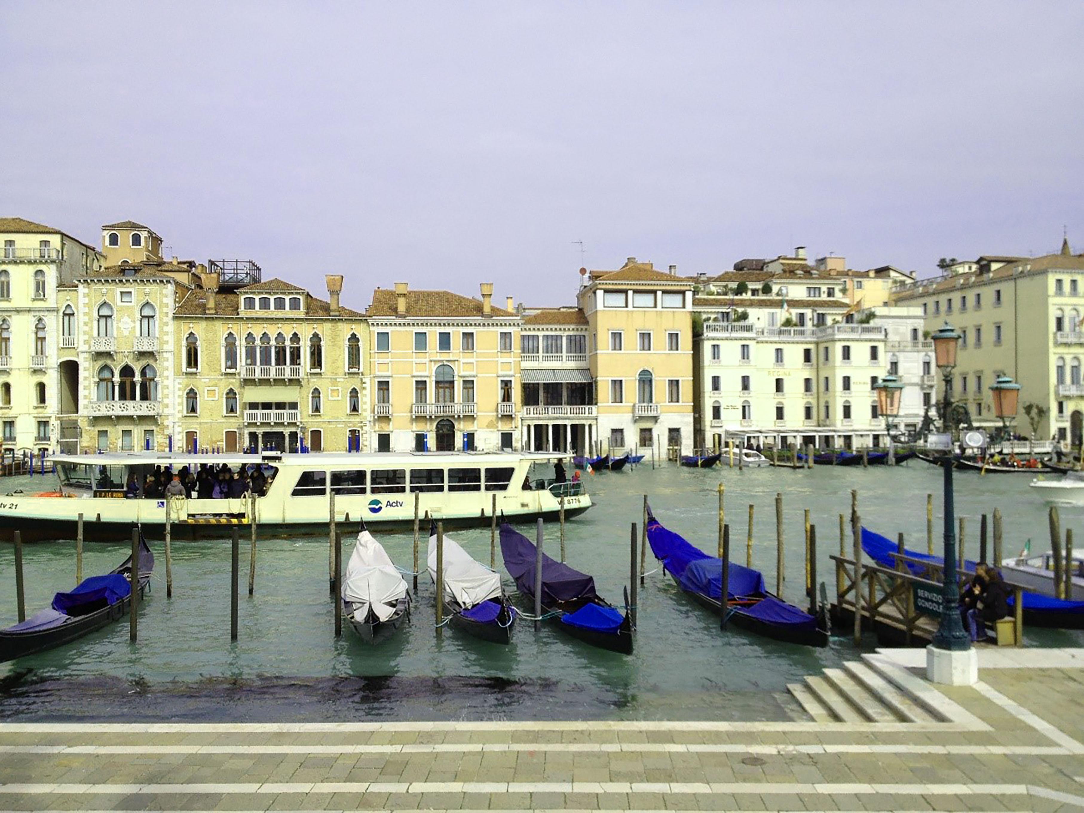 橘紫夕写真イタリア1