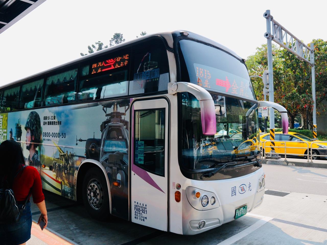 野柳行きの国光客運バス