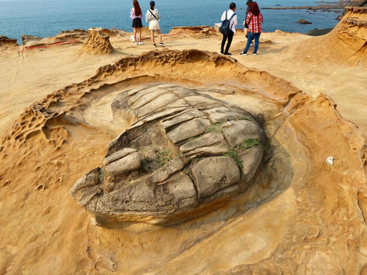 不思議な形をした岩がたくさん