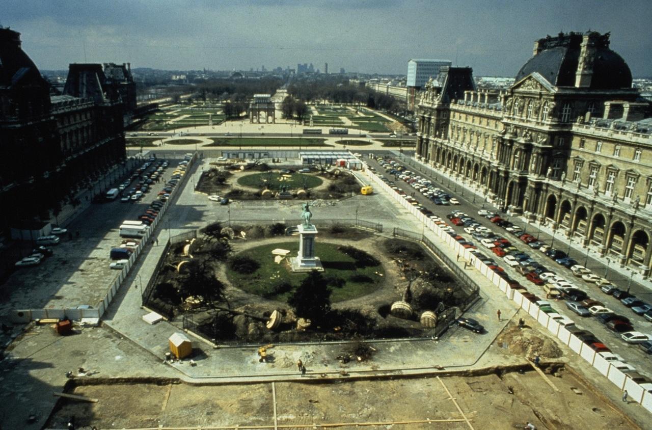 ピラミッド建設前の広場の様子