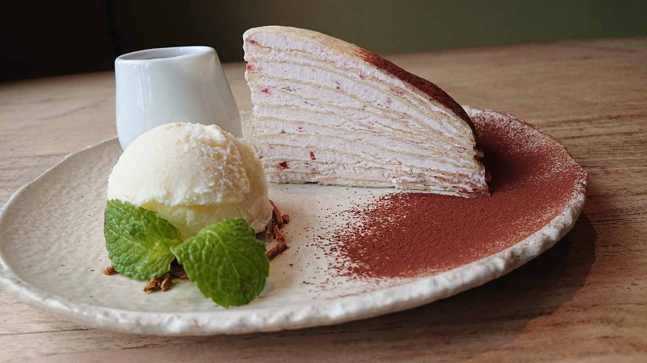 「くず餅乳酸菌入り苺のミルクレープ」
