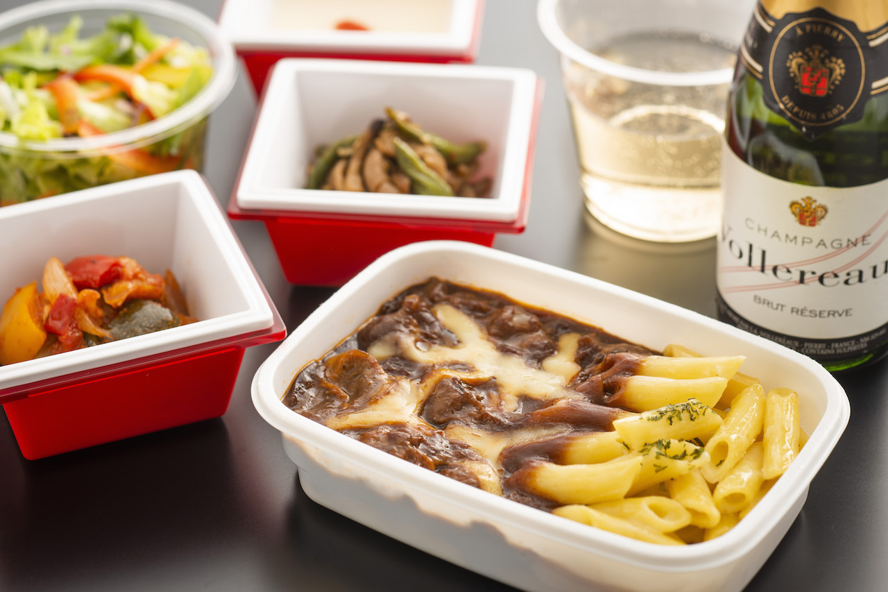 JAL エコノミー機内食 牛肉赤ワイン煮込み