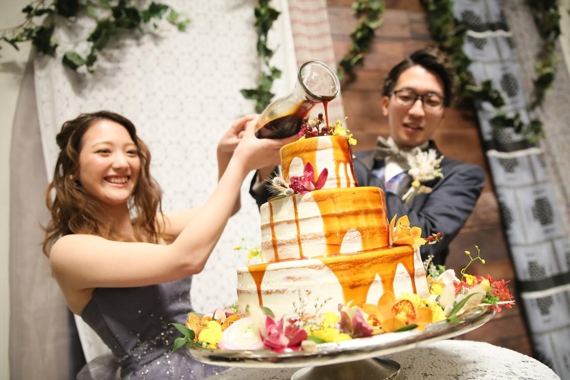 ケーキカットに代わる、ドリップケーキの演出