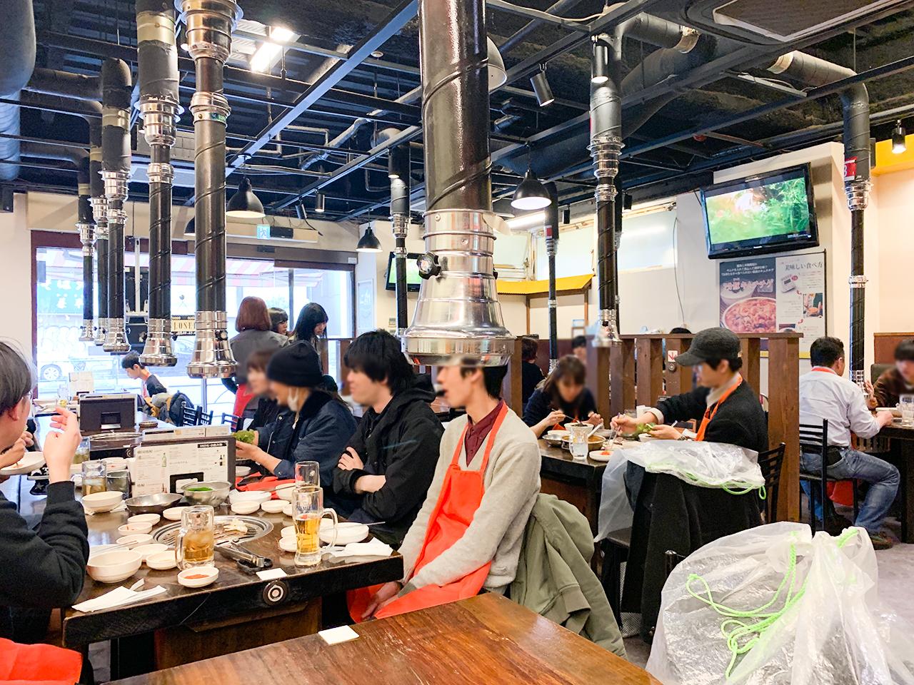 韓国人のお客さんも多い店内