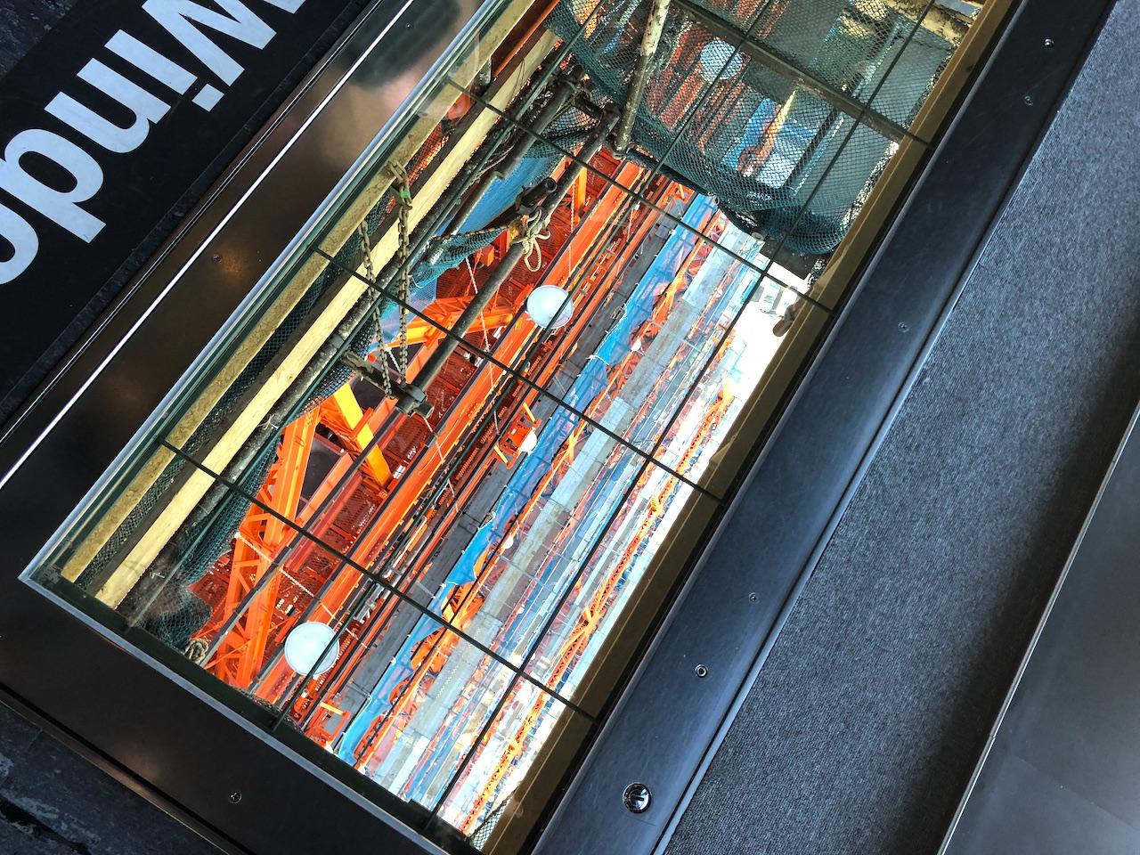 東京タワー ガラス張り