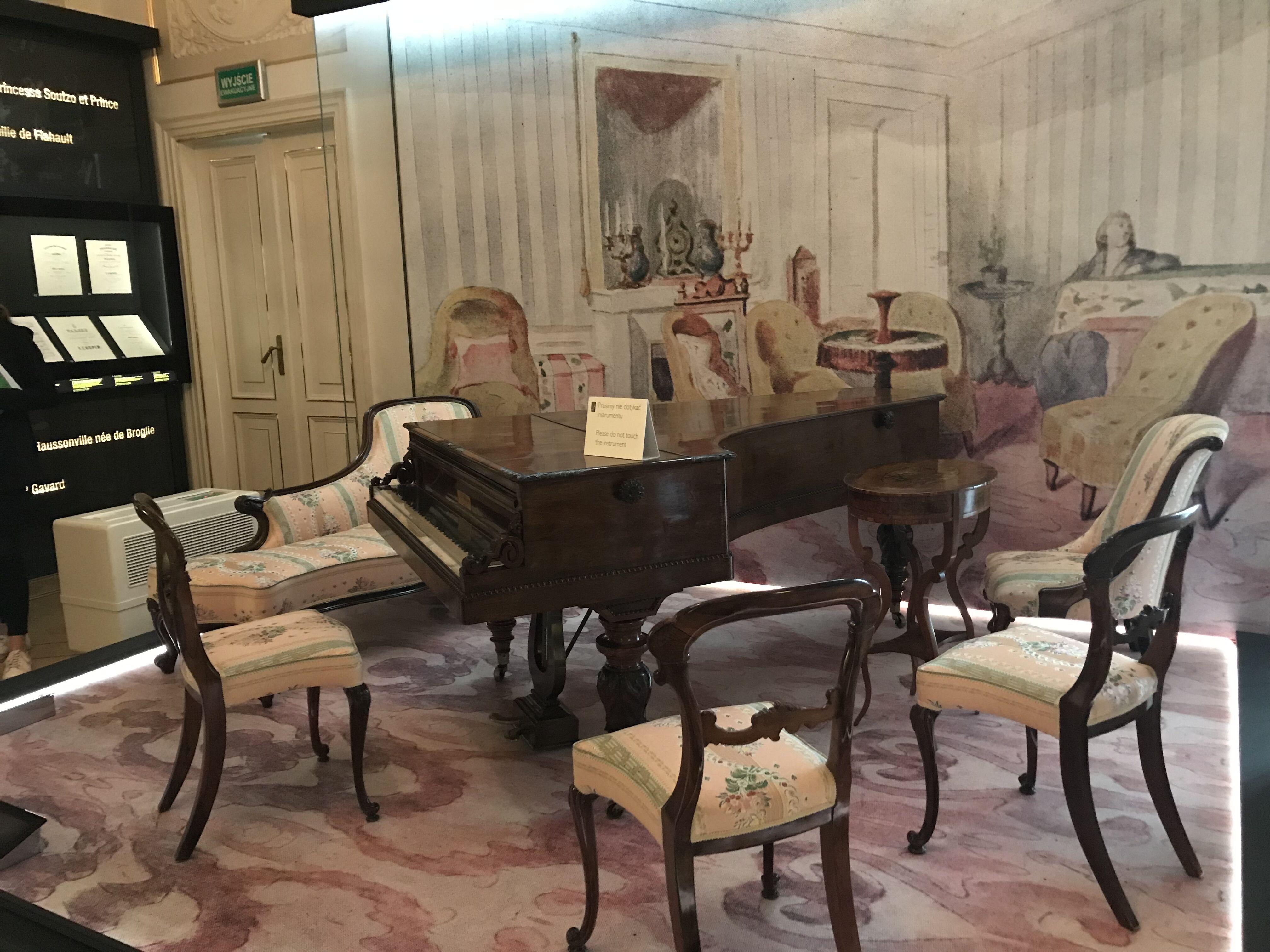パリのショパンの部屋の再現コーナー