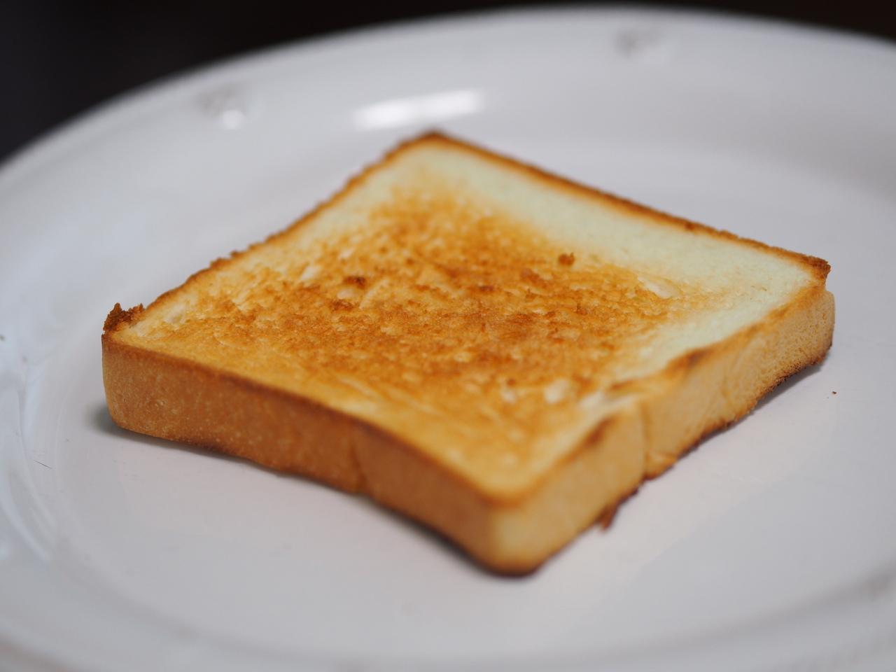 トーストした銀座に志かわの食パン