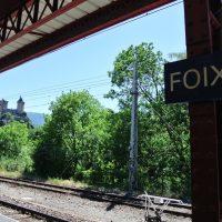 フランス南西部の町・フォア。駅から要塞が見えます