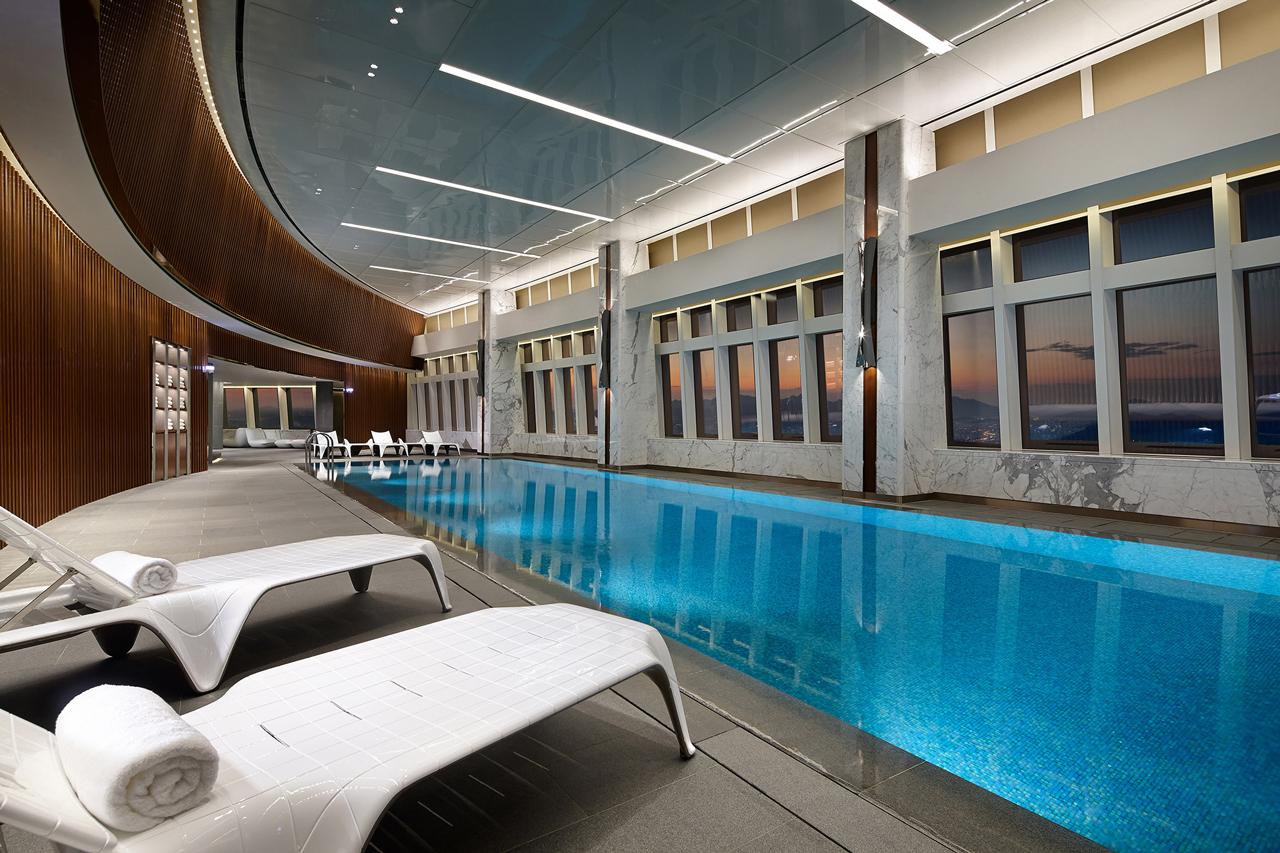 宿泊客はプールも自由に使えます