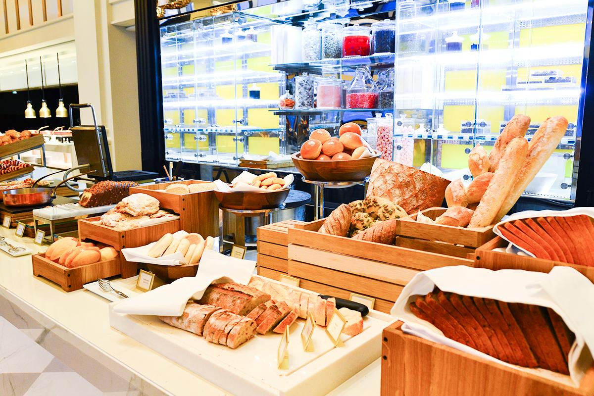 ベーカリーのコーナーにはいろんなパンがいっぱい!