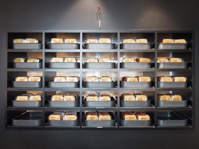 毎日多い日には800本完売する「高級食パン専門店あずき」の食パン