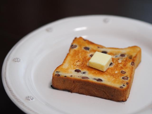 2日目はトーストでいただきたい生で味わいたい「高級食パン専門店あずき」の食パン