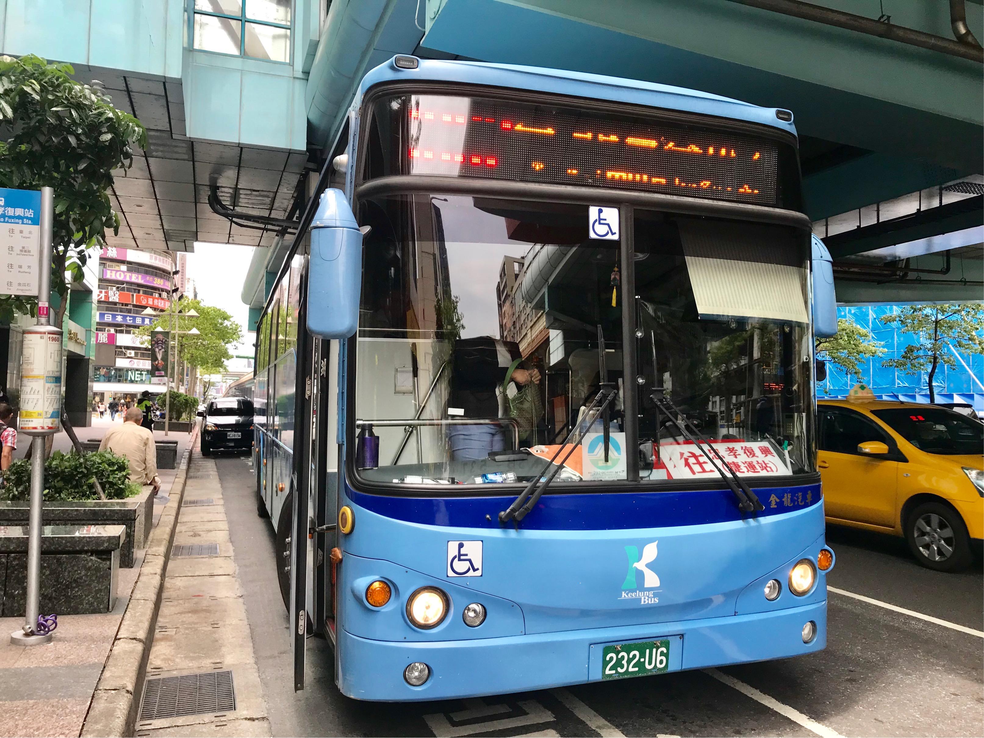 九份行きのバス