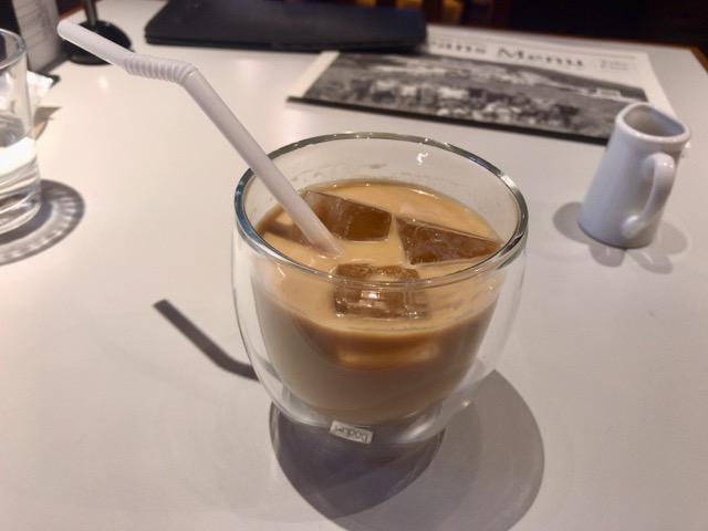 丸山珈琲のアイスカフェラテ