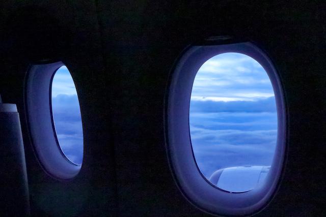 飛行機窓からの景色