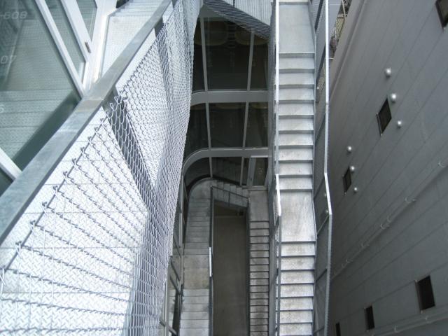 ナインアワーズ竹橋外階段