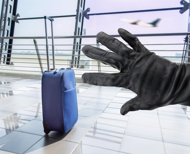 空港や観光スポットで話しかけてくる人を相手にしない