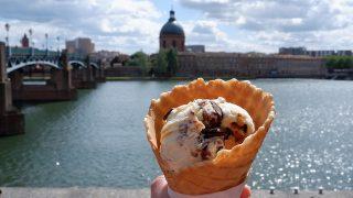 美しいガロンヌ川を眺めながら食べるアイスは格別のおいしさ