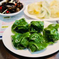鮮やかな緑が美しいホタテ水餃子が名物