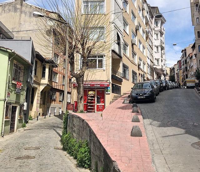 イスタンブール新市街の坂の多いエリア