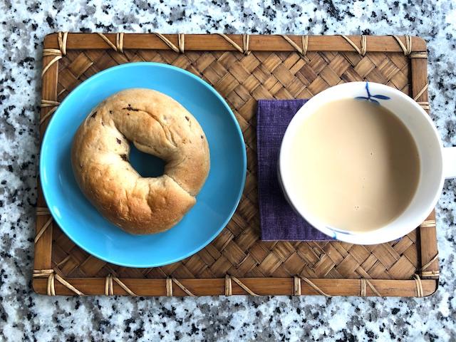 こんにゃくベーグル レーズンシナモンと紅茶