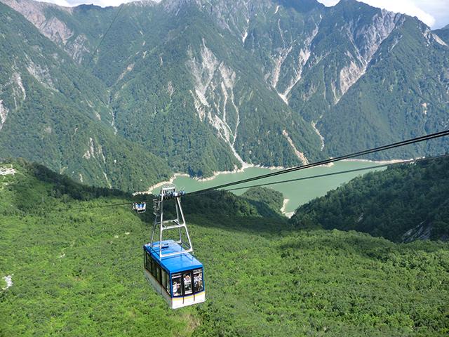 涼を求めて・・・立山黒部アルペンルート「黒部ダム」で観光放水スタート!